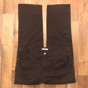Lee Classic Fit at the waist